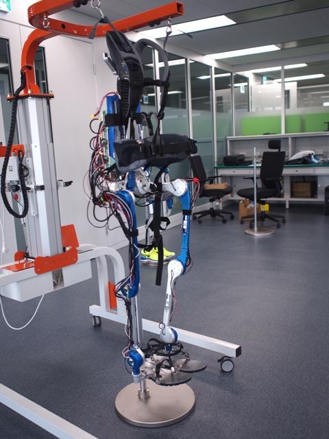 現代汽車透過 LabVIEW RIO 平台開發出穿戴式助行機器人,提供完整的行動能力
